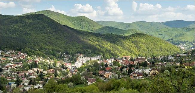 Pohľad na obec Nová Baňa