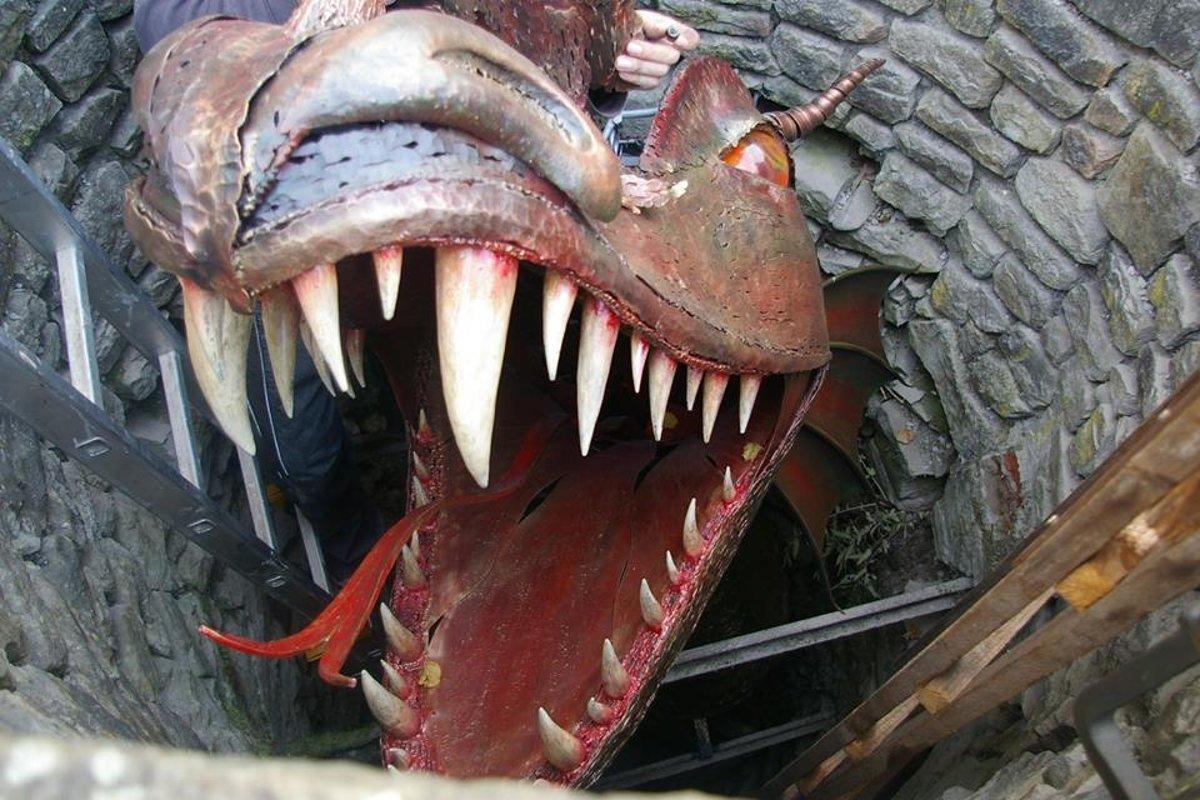 Image for 4. V ktorom meste, žil v studni zámockého parku zlovestný drak?
