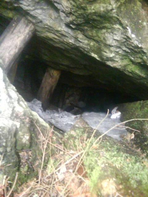 Popis: Vstup do jaskyne (Foto: litmanova.sk)