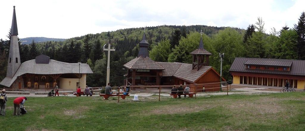 Pútnický areál avyvierajúci prameň sv. Jána Krstiteľa nájdete na konci dediny Litmanová za lyžiarsky areálom. Foto: Jerzy Opioła – {Own}, CC BY-SA 4.0,